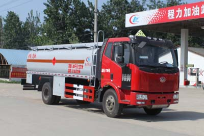 解放J6单桥油罐车