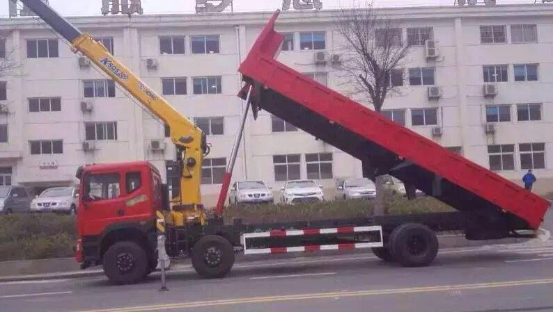 东风小三轴自卸型(可装6~10吨吊机)随车起重运输车